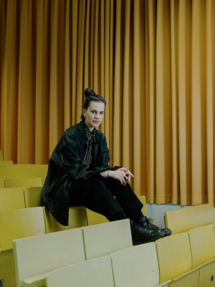 http://jakobschnetz.com/files/gimgs/th-74_Schnetz_ZeitCampus-Portraits_SimonaSchick_01.jpg